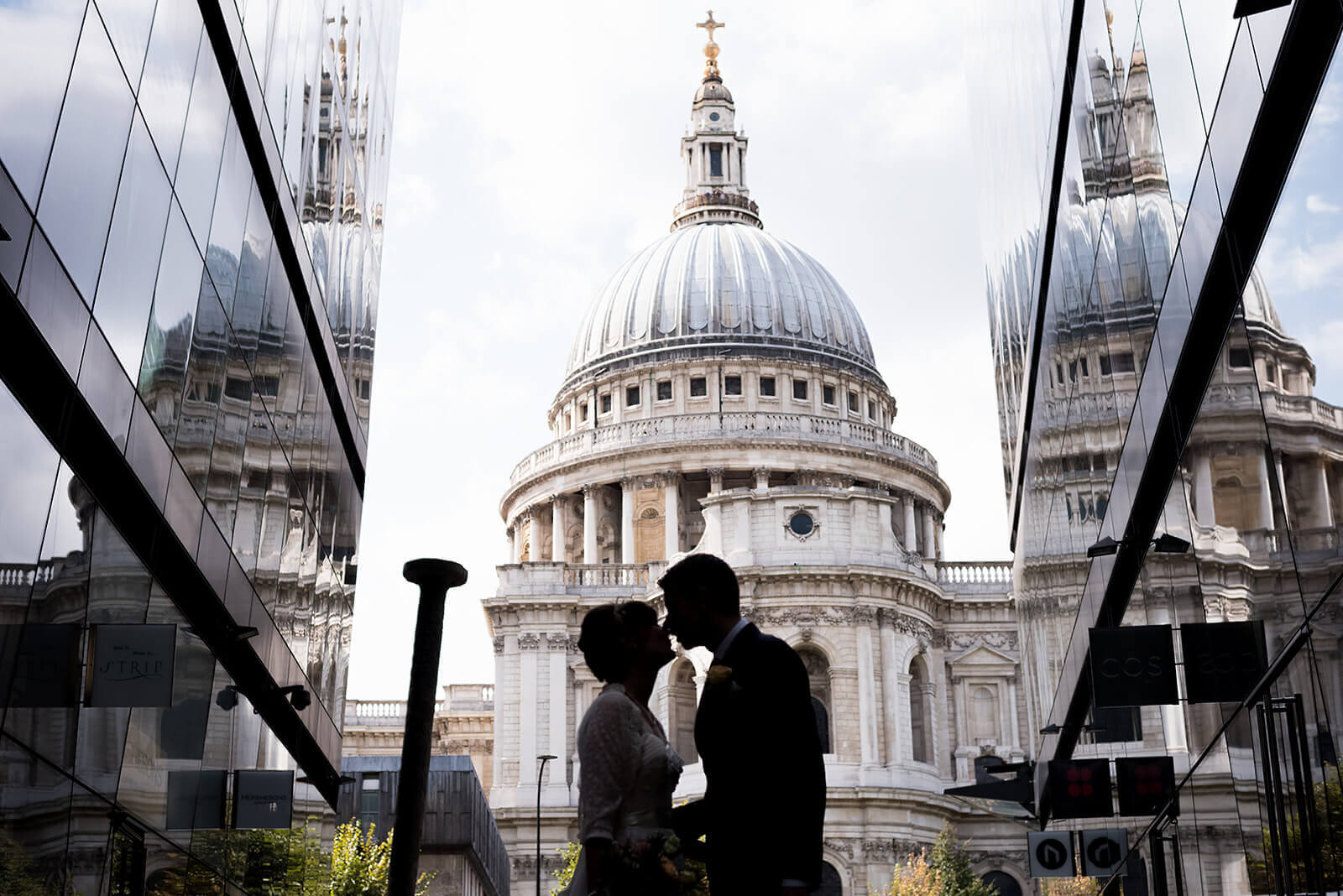 wedding couple portrait Saint Pauls Cathedral, Carine Bea Photography