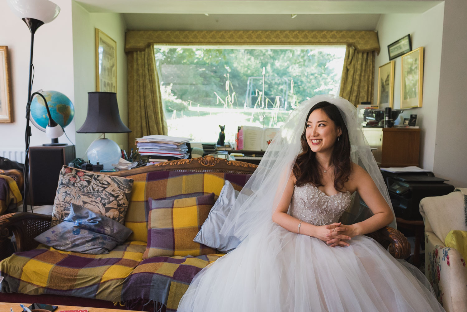 bride posing in her parents house, Carine Bea Photography