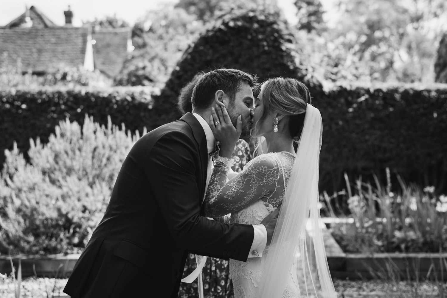 Outdoor wedding- First kiss, Carine Bea Photography