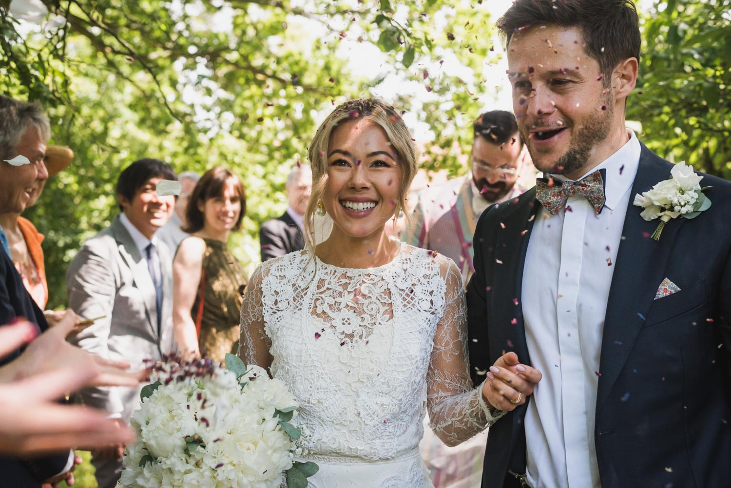 Outdoor wedding- confetti, Carine Bea Photography