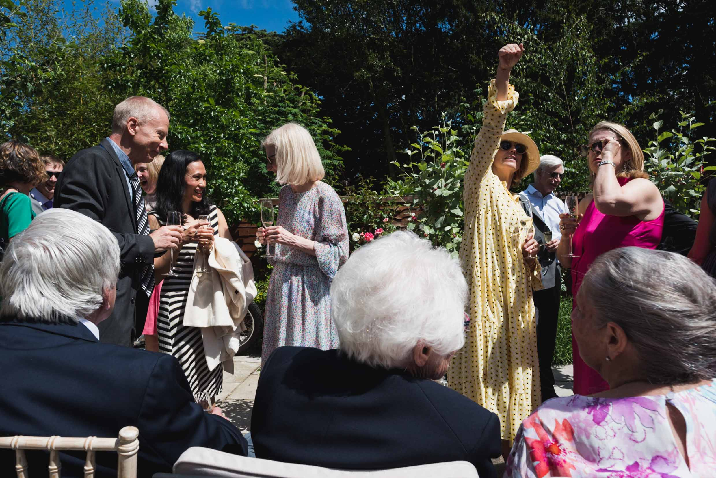 carine bea photography, guest in a wedding at back garden