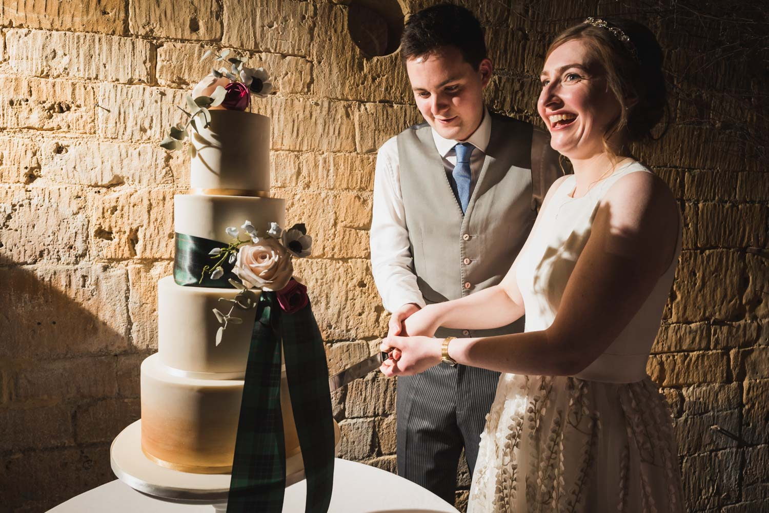carine bea photography, cut wedding cake