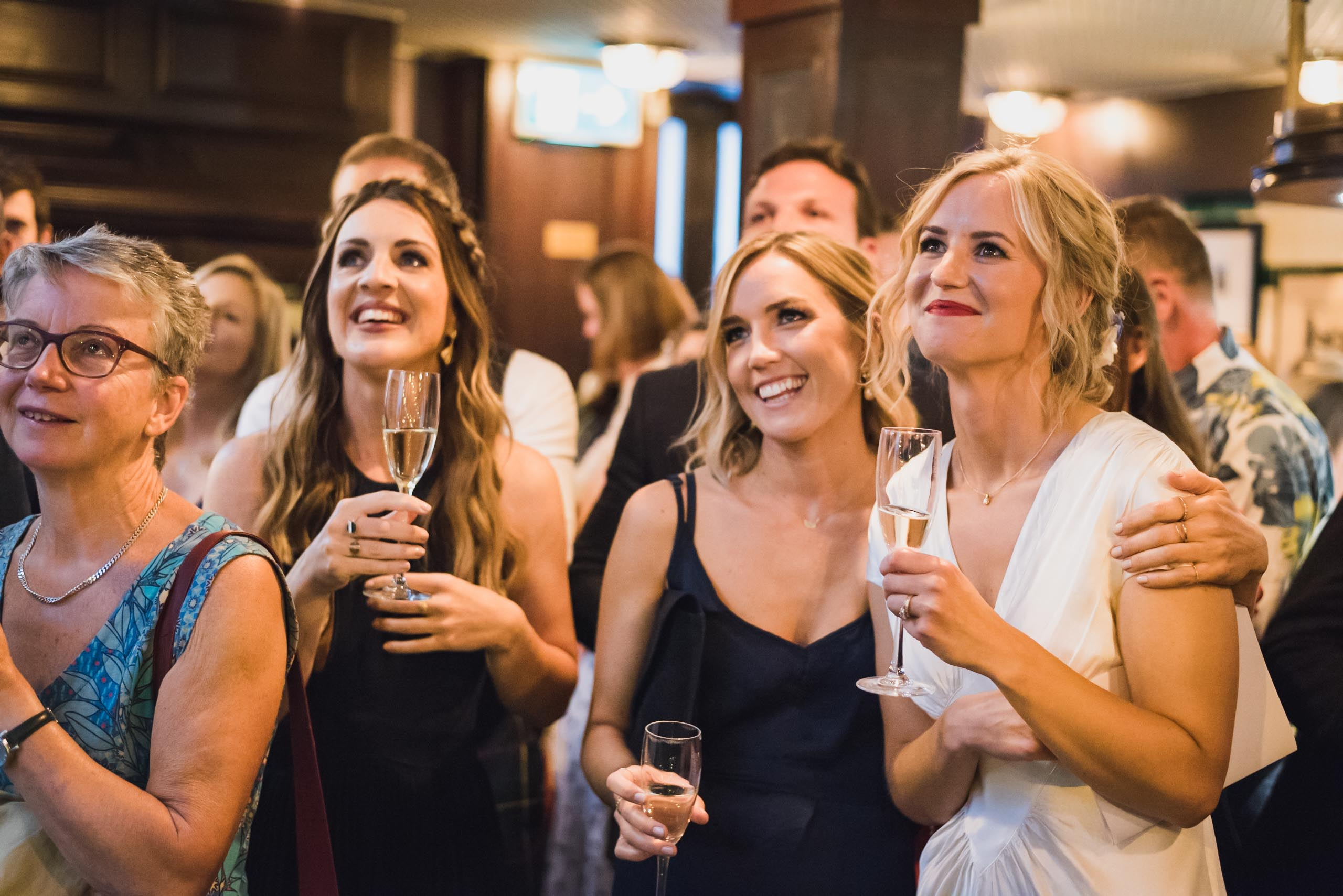 carine bea photography, pub wedding London , The Lamb Tavern Leadenhall, speeches