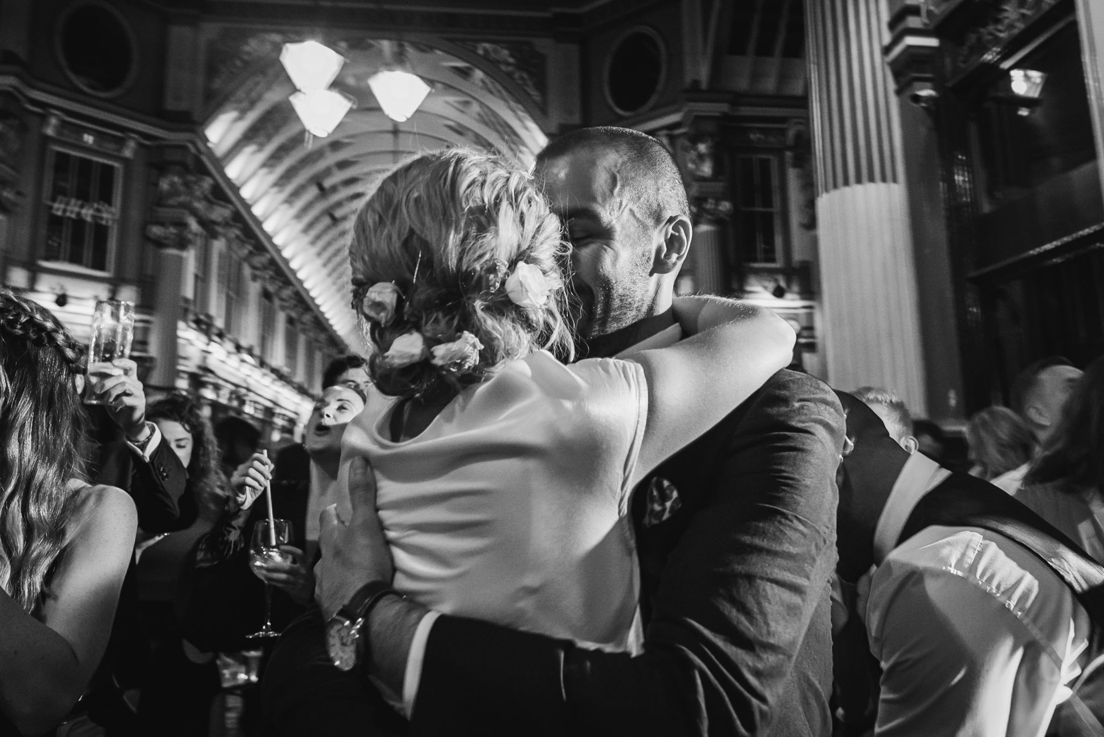 carine bea photography, Lamb tavern Leadenhall Market Wedding first dance