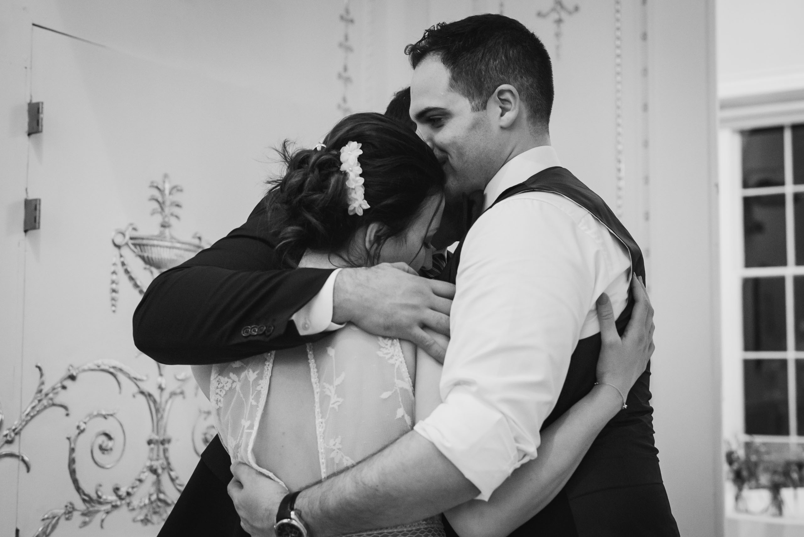 carine bea photography, Couple havinbig family hug wedding in Carlton House Terrace London